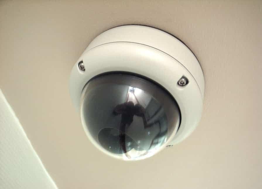 Ventajas de instalar cámaras CCTV en empresas y comercios